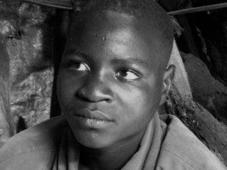 Un jeune creuseur d'une mine de Rubaya à Masisi ( Crédit photo:Ley Uwera)