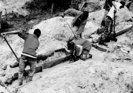 Des creuseurs dans une mine artisanale de Coltan à Rubaya  dans le Masisi. (Crédit photo: Ley Uwera )